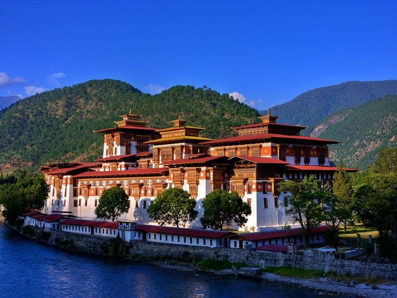 bhutan-tourism-places-to-visit-in-punakha-dzong